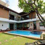 AMAZING LOCATION! LARGE DOLPHIN BAY VILLA FOR SALE NEAR BEACH