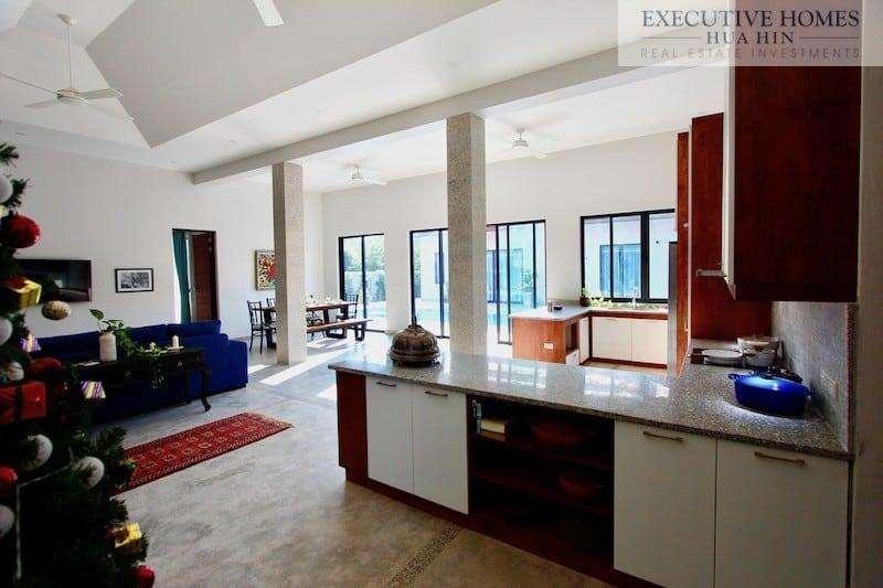 Golden Sands Villa Hua Hin   Inside - Kitchen7
